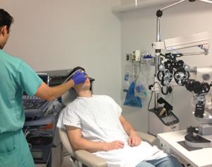 Ультразвук для обнаружения глазной или офтальмологической патологии, такой как отек зрительного нерва или аномалии сетчатки «title =